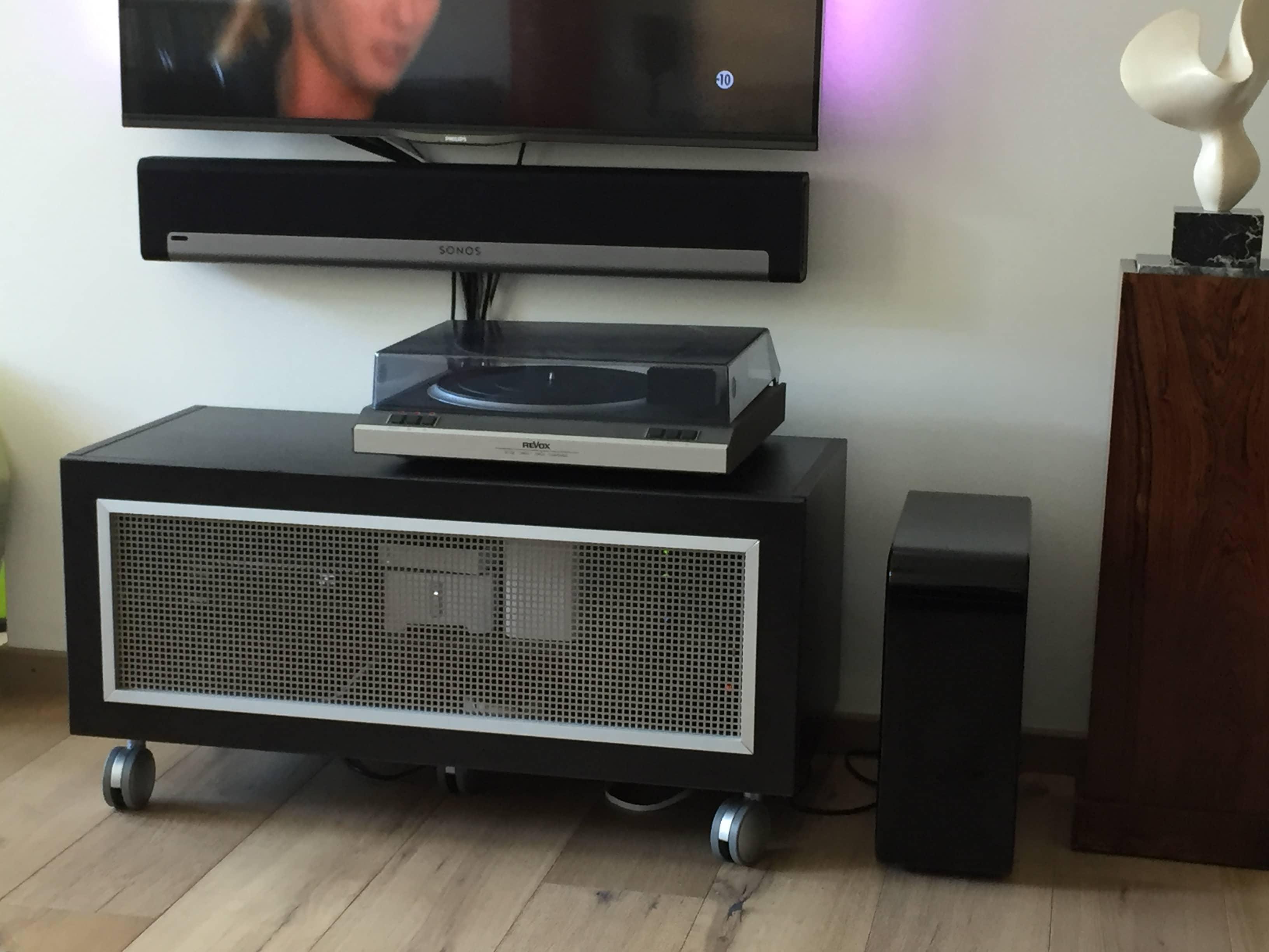 meuble tv sur mesure pourquoi choisir du sur mesure quickmeuble. Black Bedroom Furniture Sets. Home Design Ideas